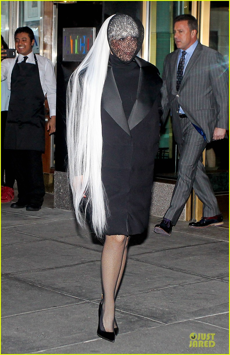 lady gaga beauty recognizable under veil 02