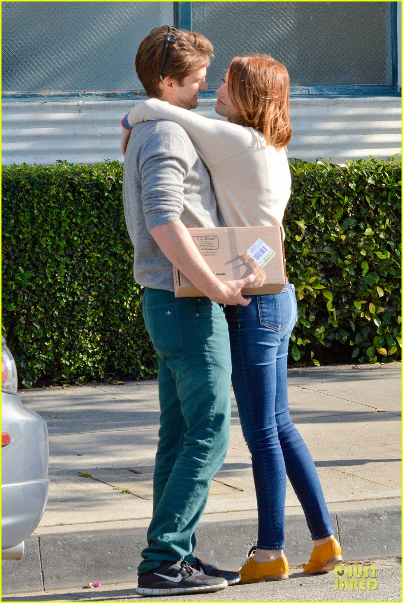 andrew garfield emma stone kiss during errand run 12