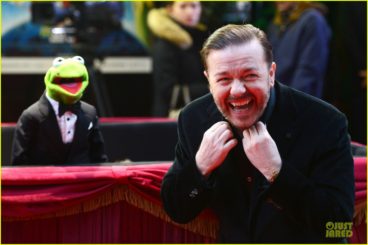 ricky gervais ty burrell look vip at muppets london 04