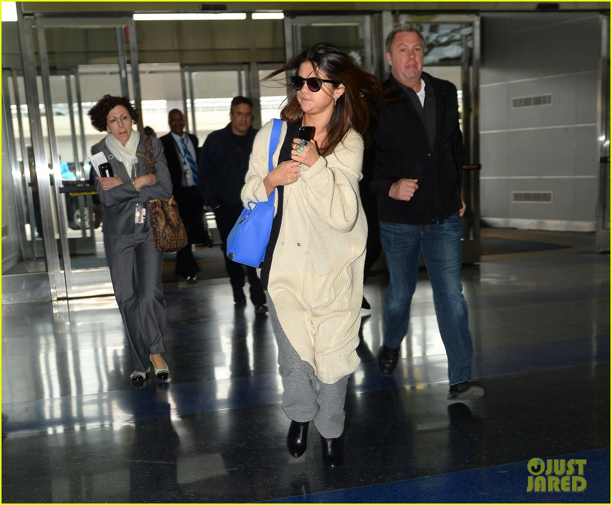selena gomez leaves new york after lovely trip 023070576