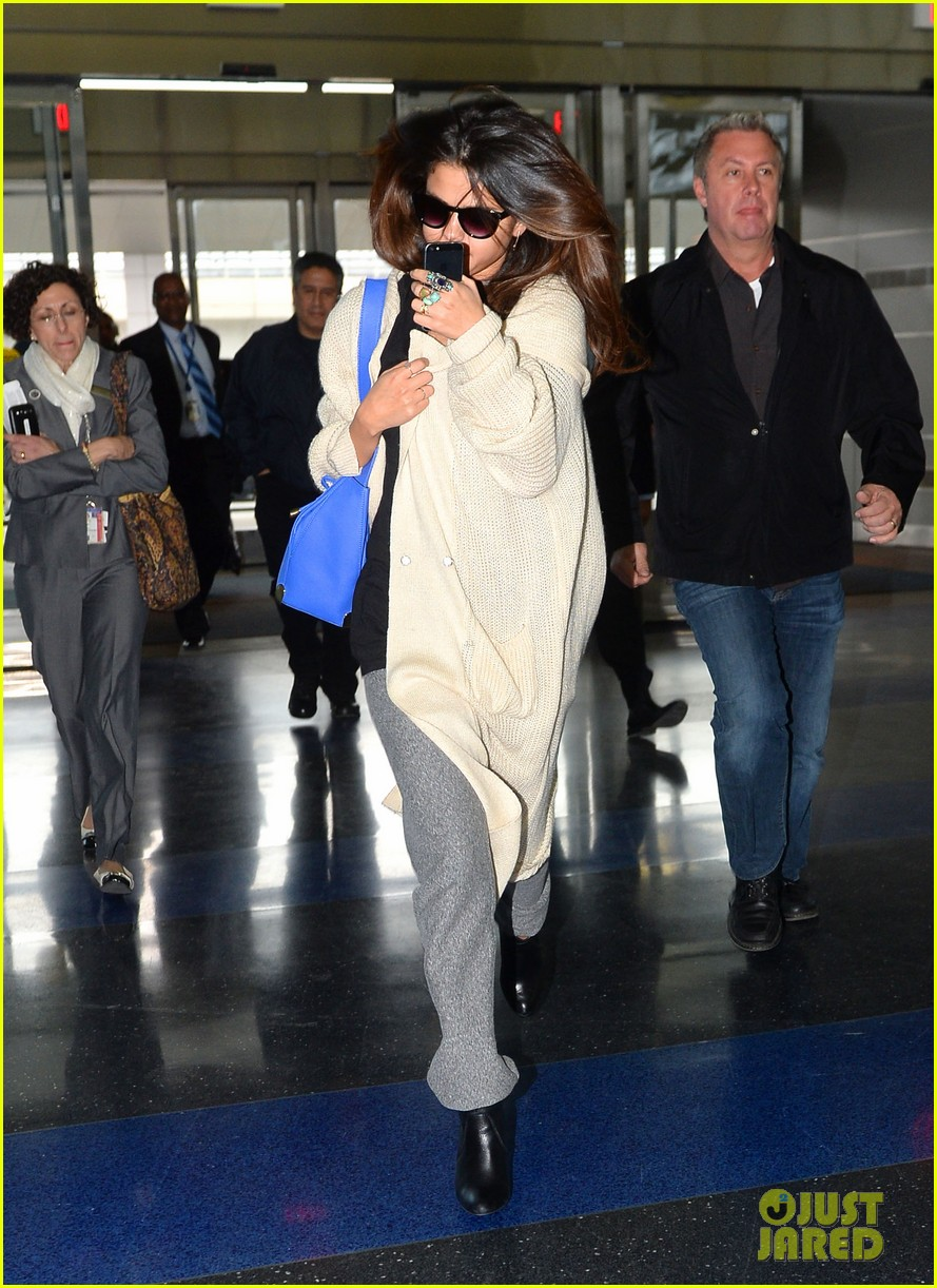 selena gomez leaves new york after lovely trip 043070578