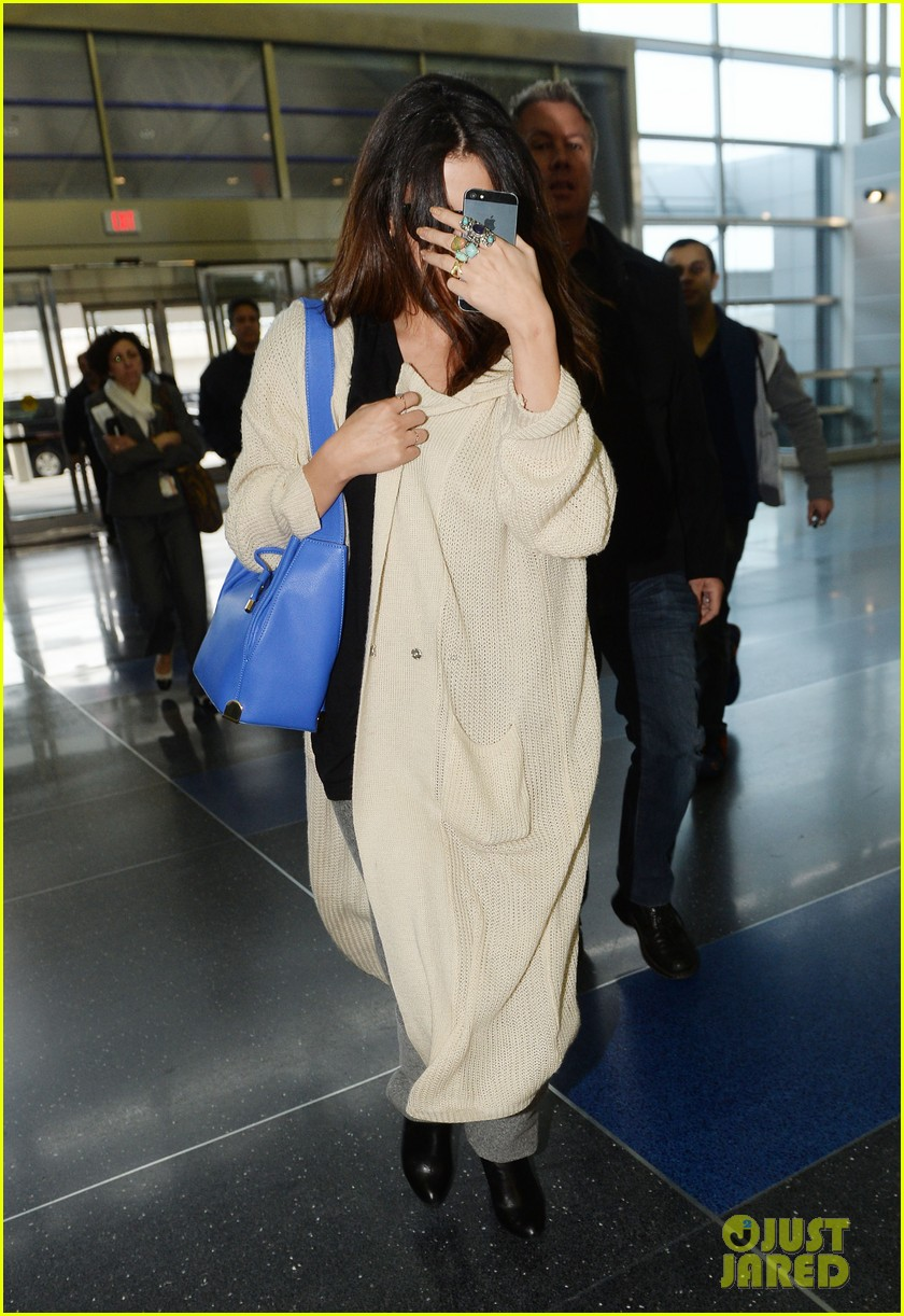 selena gomez leaves new york after lovely trip 063070580