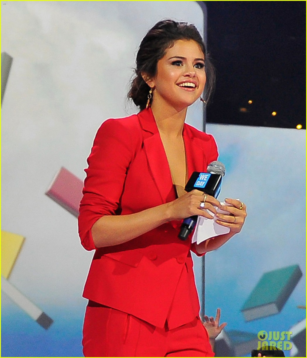 selena gomez gives inspiring speech at we day 02