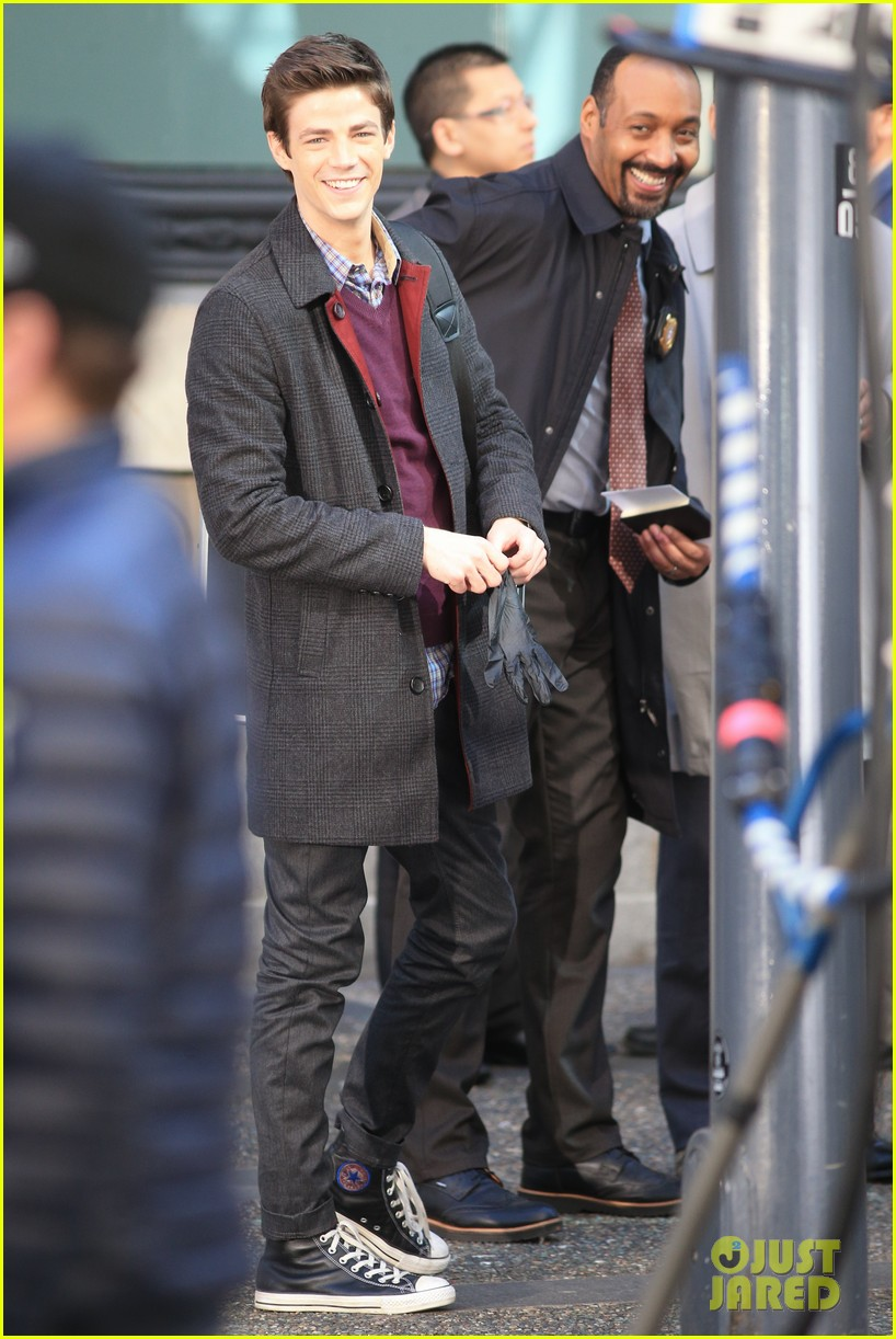 grant gustin flashes into action 01
