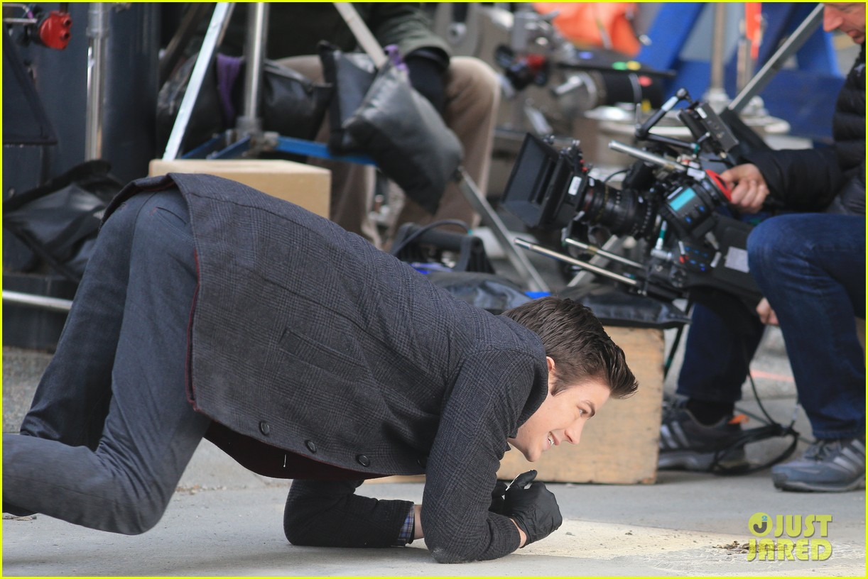 grant gustin flashes into action 25