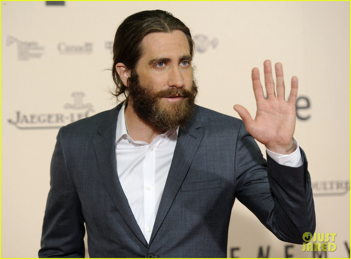 jake gyllenhaal suits up for enemy premiere in madrid 02