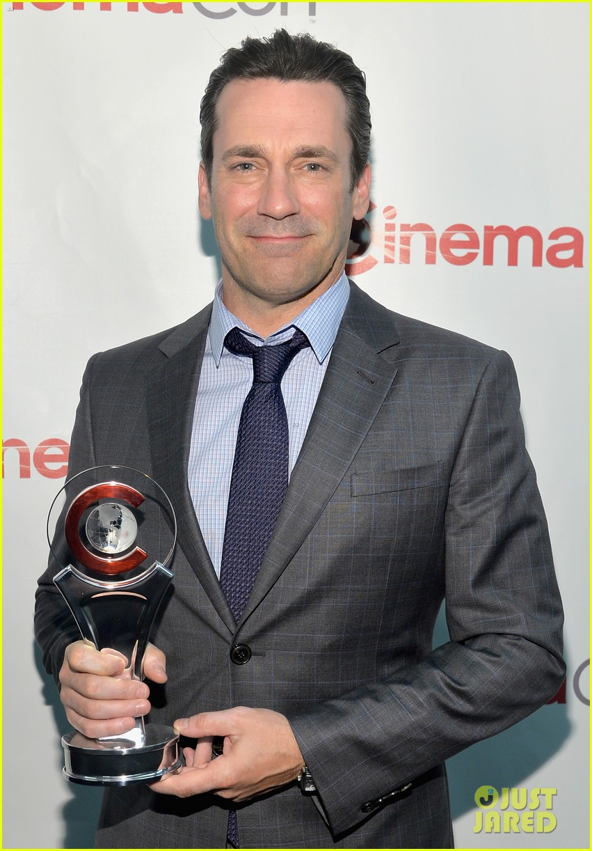 jon hamm excellence in acting award cinemacon 023079092