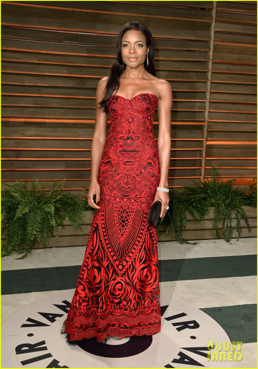 naomie harris honors mandela at vanity fair oscars party 2014 013064914