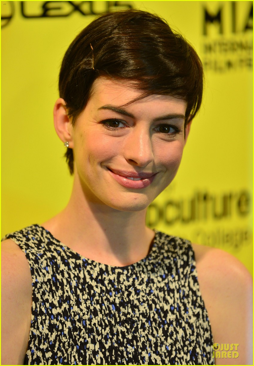 anne hathaway supports shirley maclaine at elsa fred premiere 02