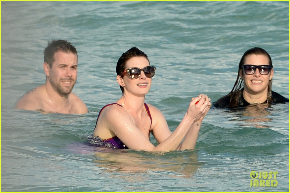 anne hathaway heads back for more beach fun in miami 093077322