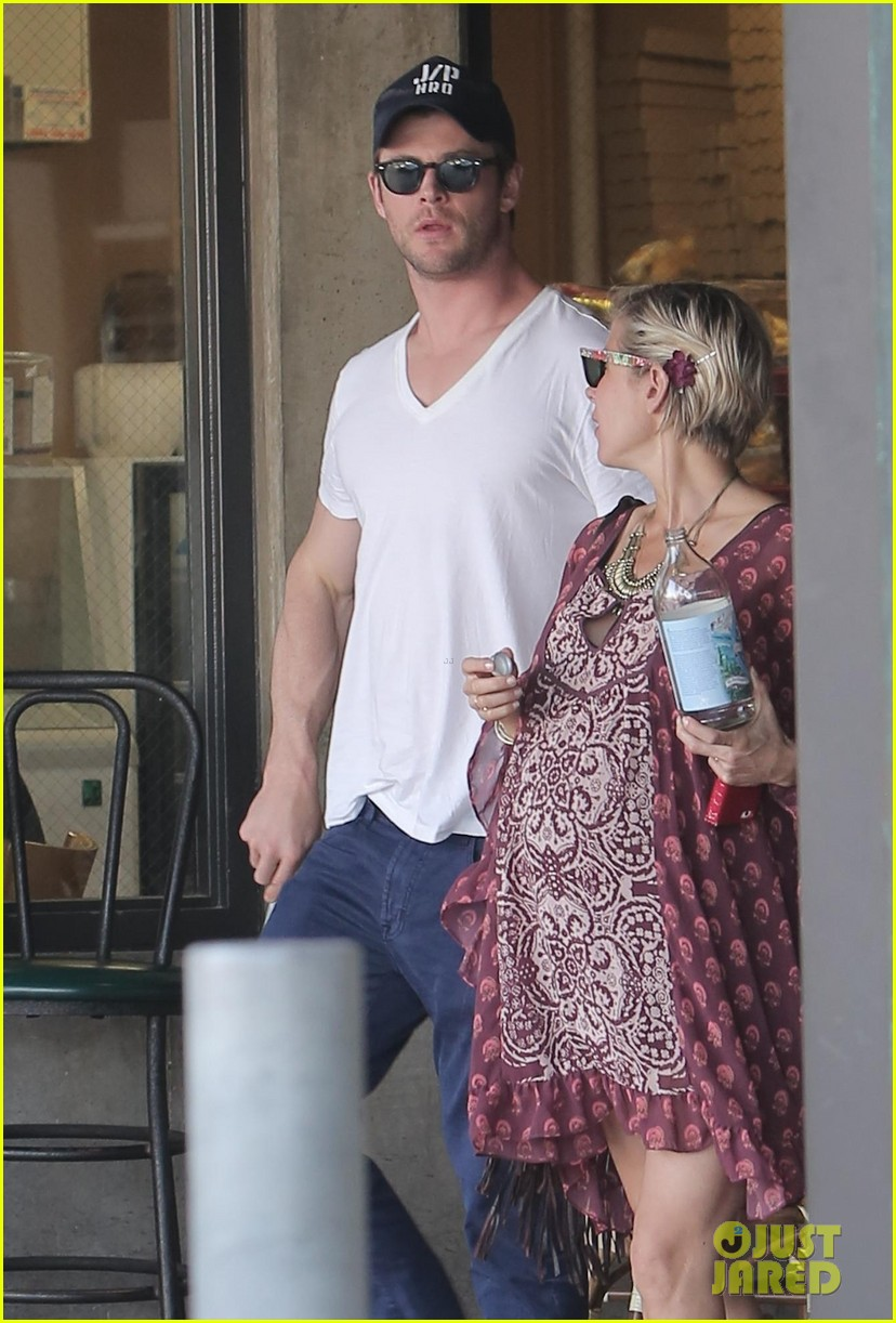 chris hemsworth elsa pataky enjoy lunch date 19