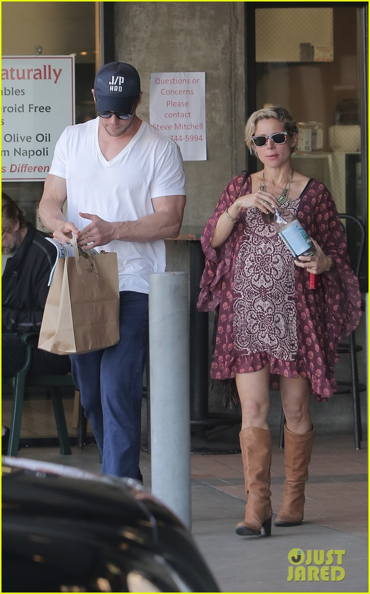 chris hemsworth elsa pataky enjoy lunch date 21