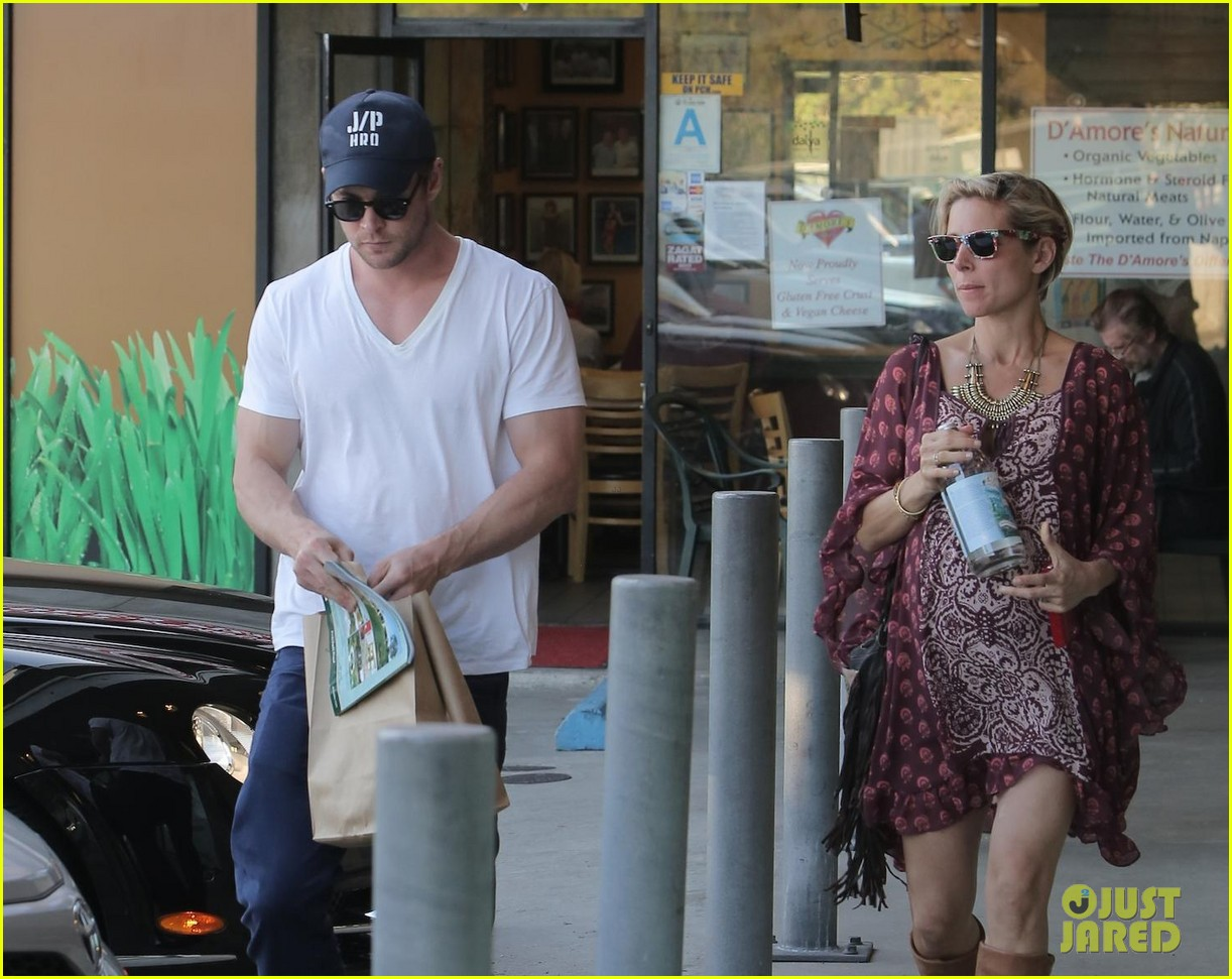 chris hemsworth elsa pataky enjoy lunch date 233067955