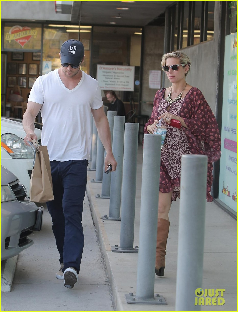 chris hemsworth elsa pataky enjoy lunch date 263067958