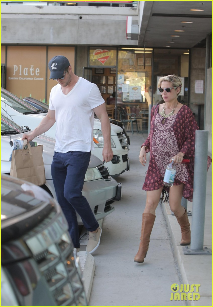 chris hemsworth elsa pataky enjoy lunch date 29
