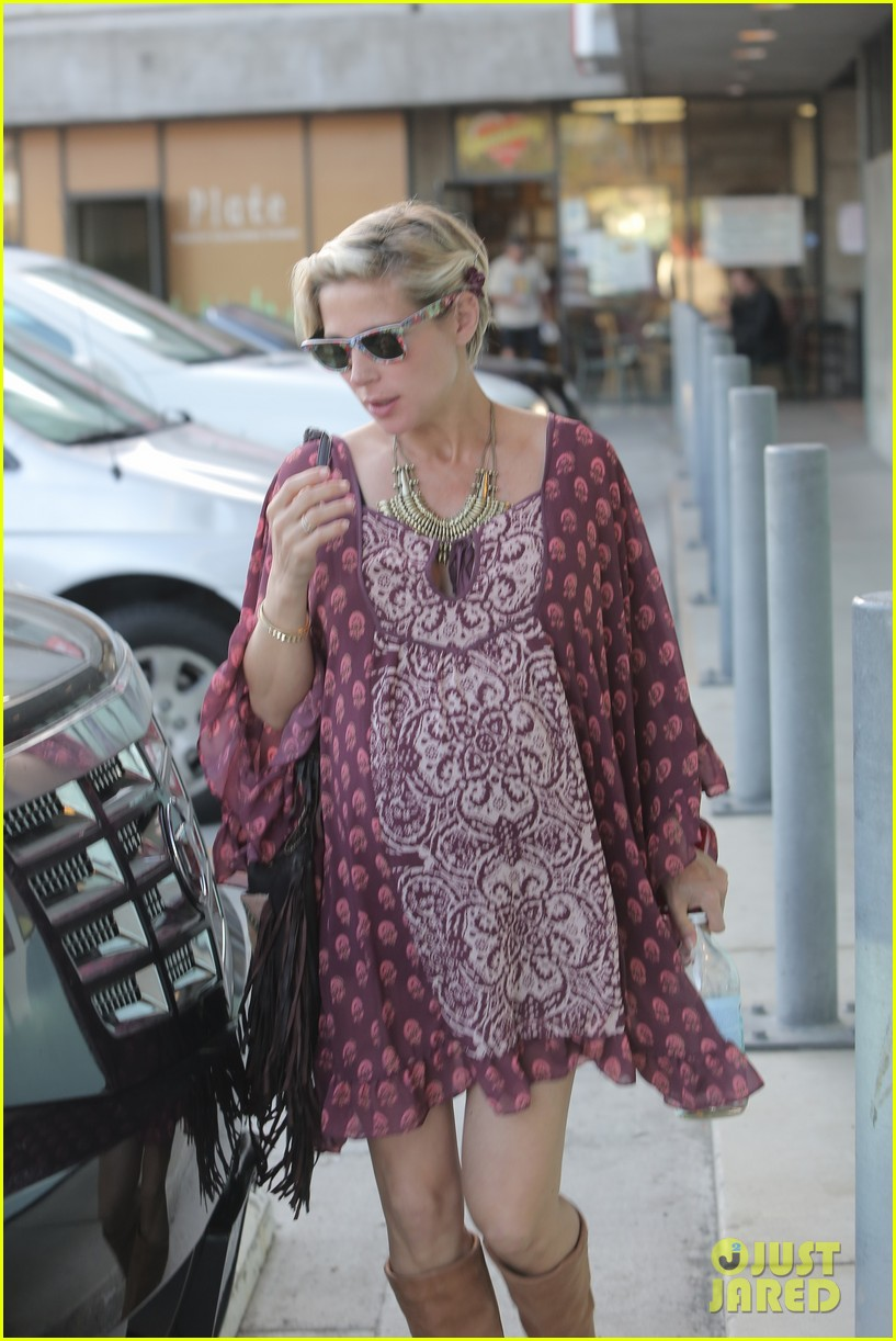 chris hemsworth elsa pataky enjoy lunch date 333067965