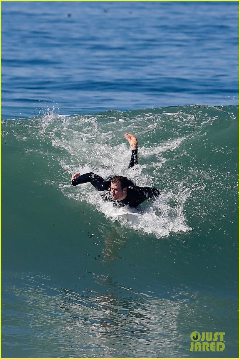 chris hemsworth makes us swoon while surfing in his tight wetsuit 083068876