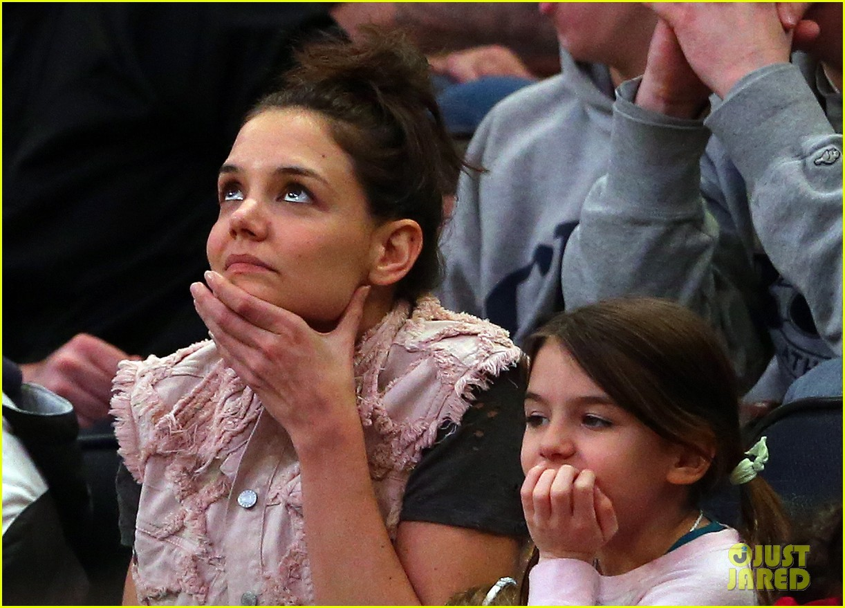 katie holmes suri cruise basketball game 01