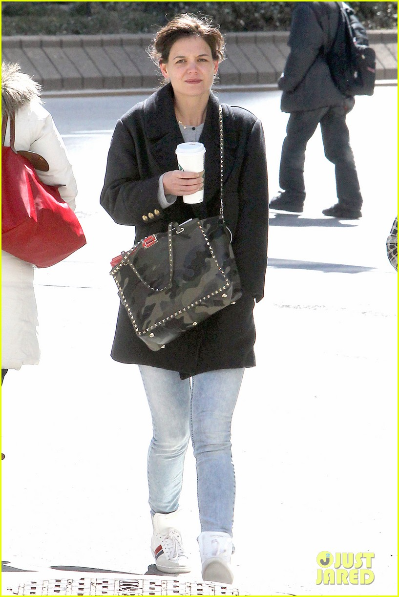 katie holmes prepares for her return to television on set 02