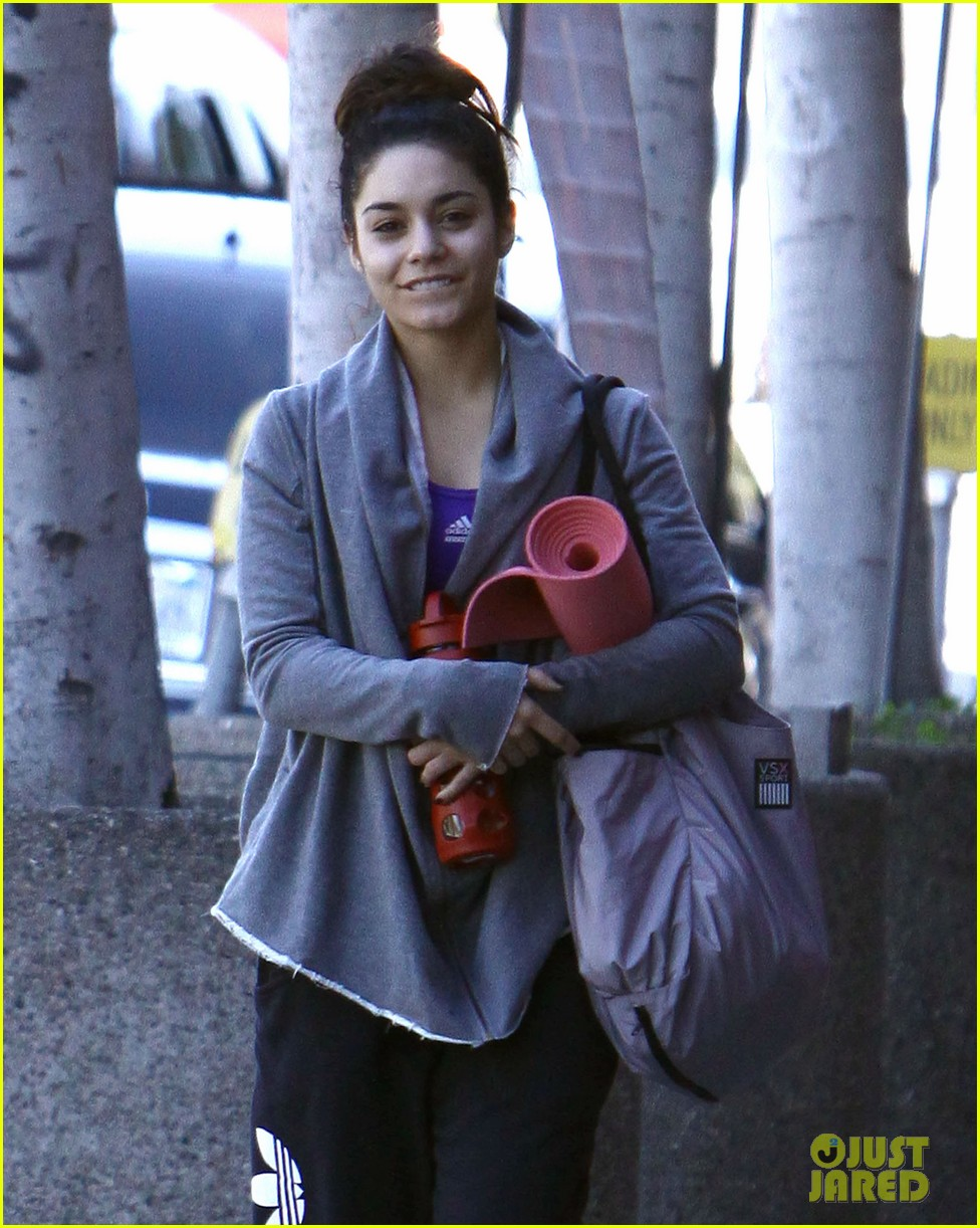 vanessa hudgens loves hugging trees see the cute pic 04