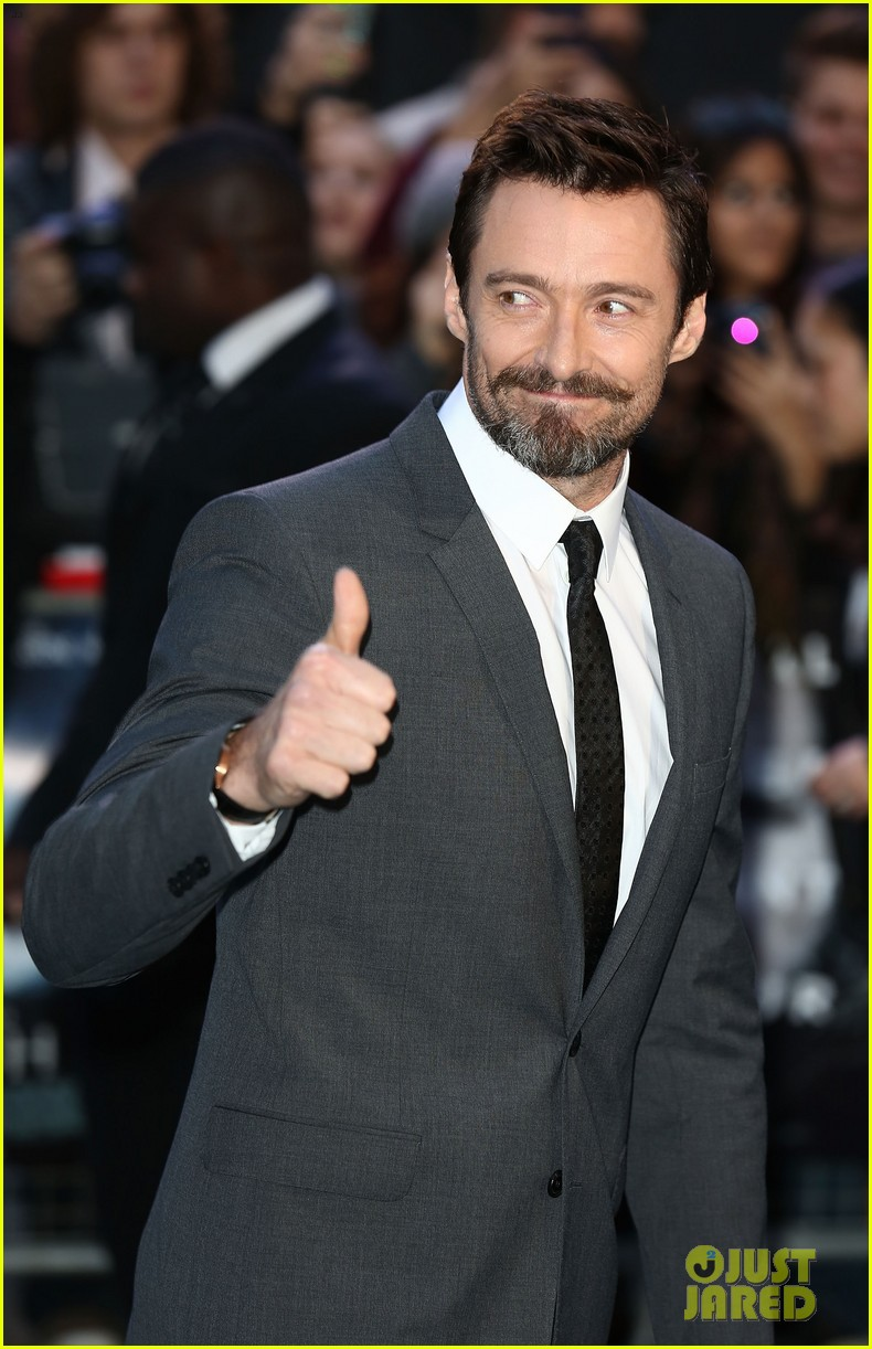 hugh jackman supports russell crowe noah uk premiere 043082414