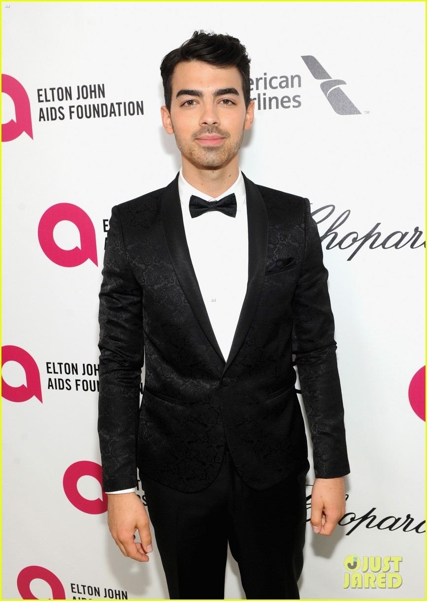 joe jonas colton haynes elton john oscars party 2014 023064089