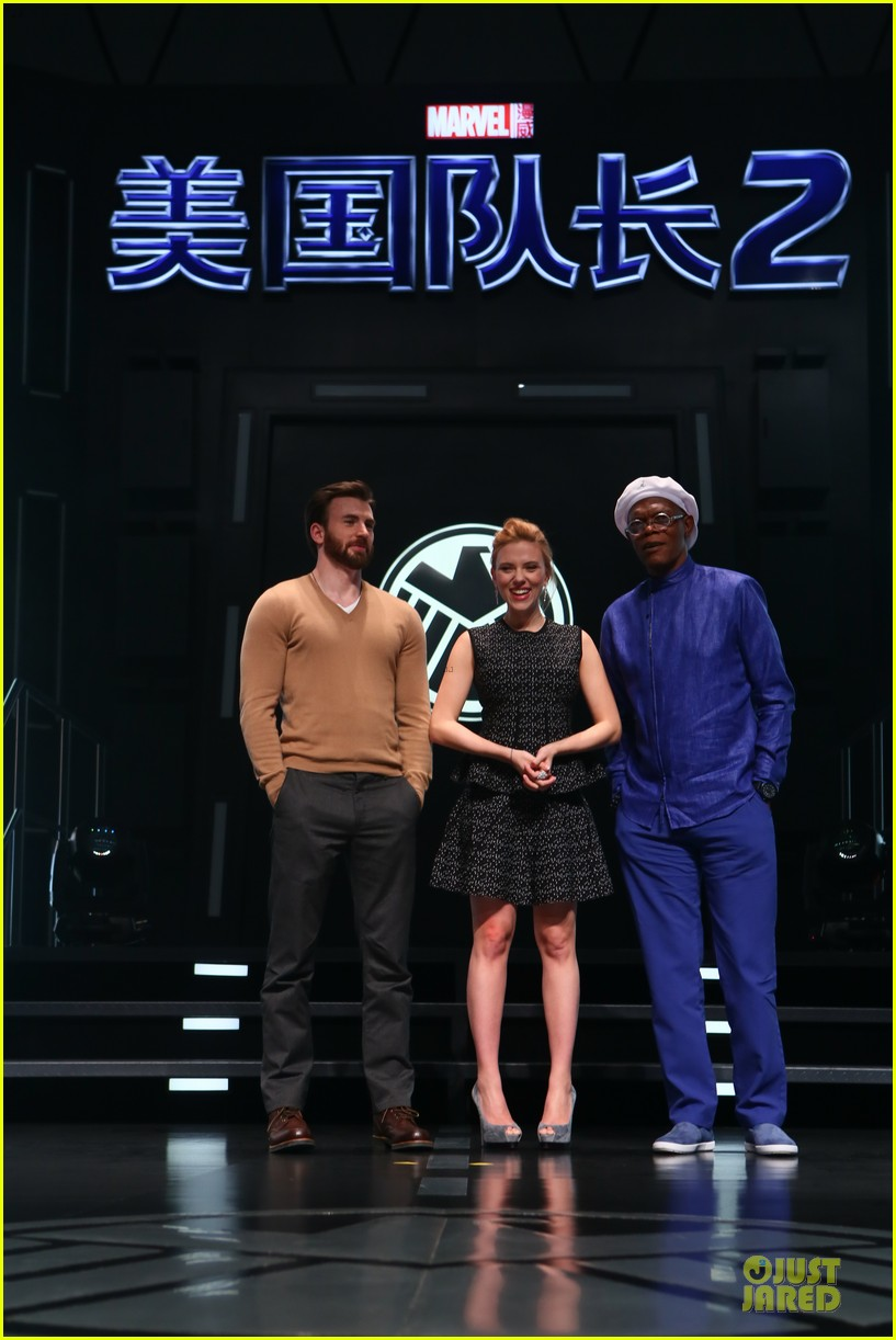 scarlett johansson chris evans bring captain america to china 03