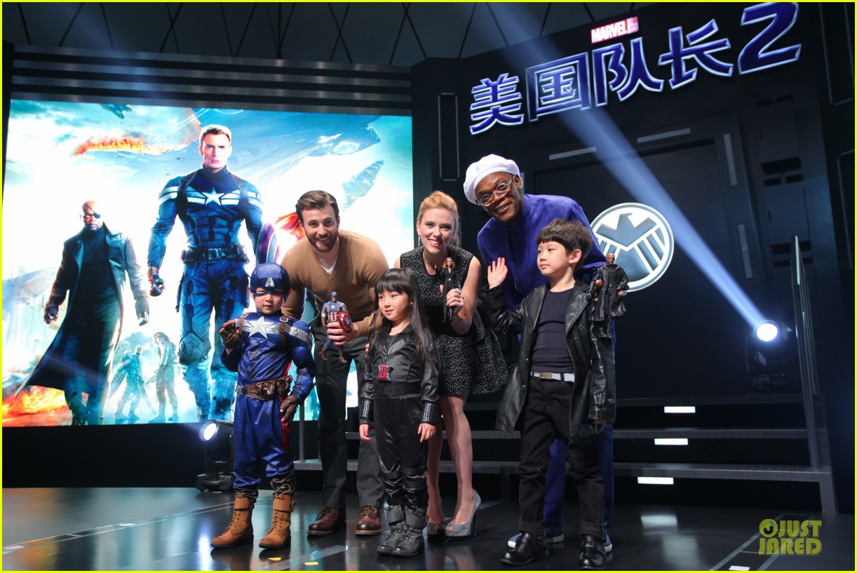 scarlett johansson chris evans bring captain america to china 043077974