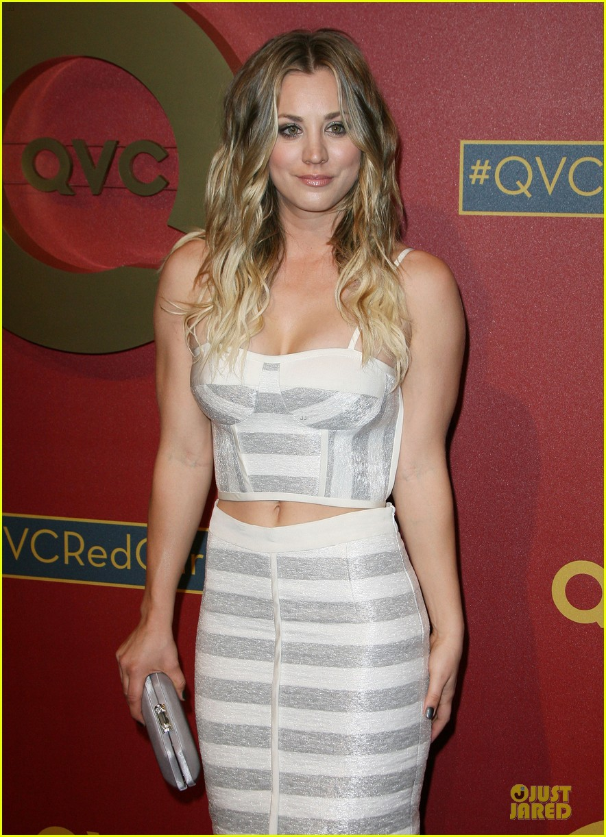 kaley cuoco shows some skin at qvc red carpet event 09