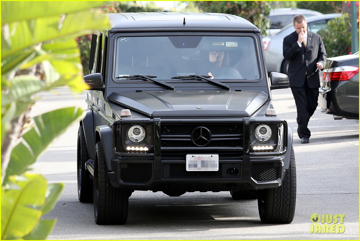 kim kardashian involved in minor car accident in beverly hills 14