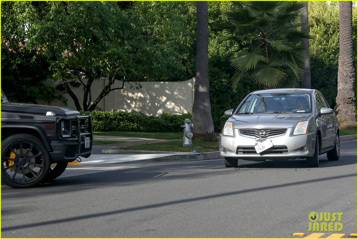 kim kardashian involved in minor car accident in beverly hills 193069996