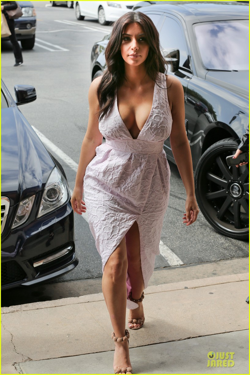 kim kardashian cameras flashing with legs 09