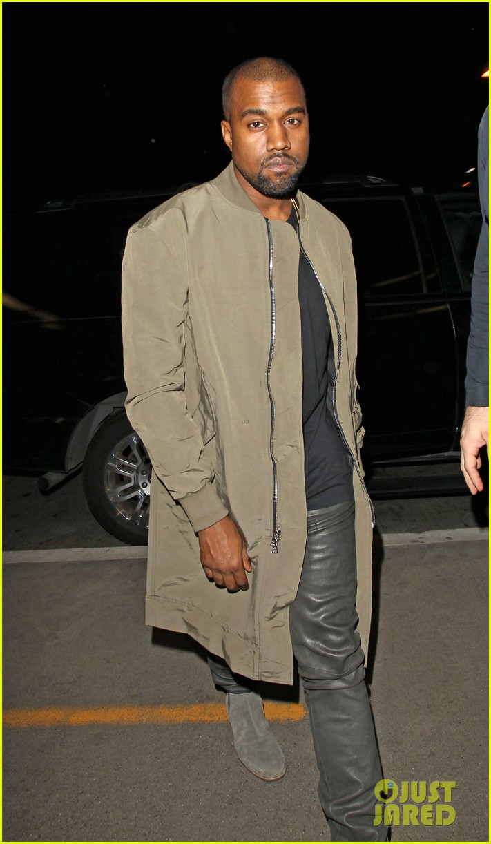 kim kardashian kanye west are a stylish duo jetting off to new york 02