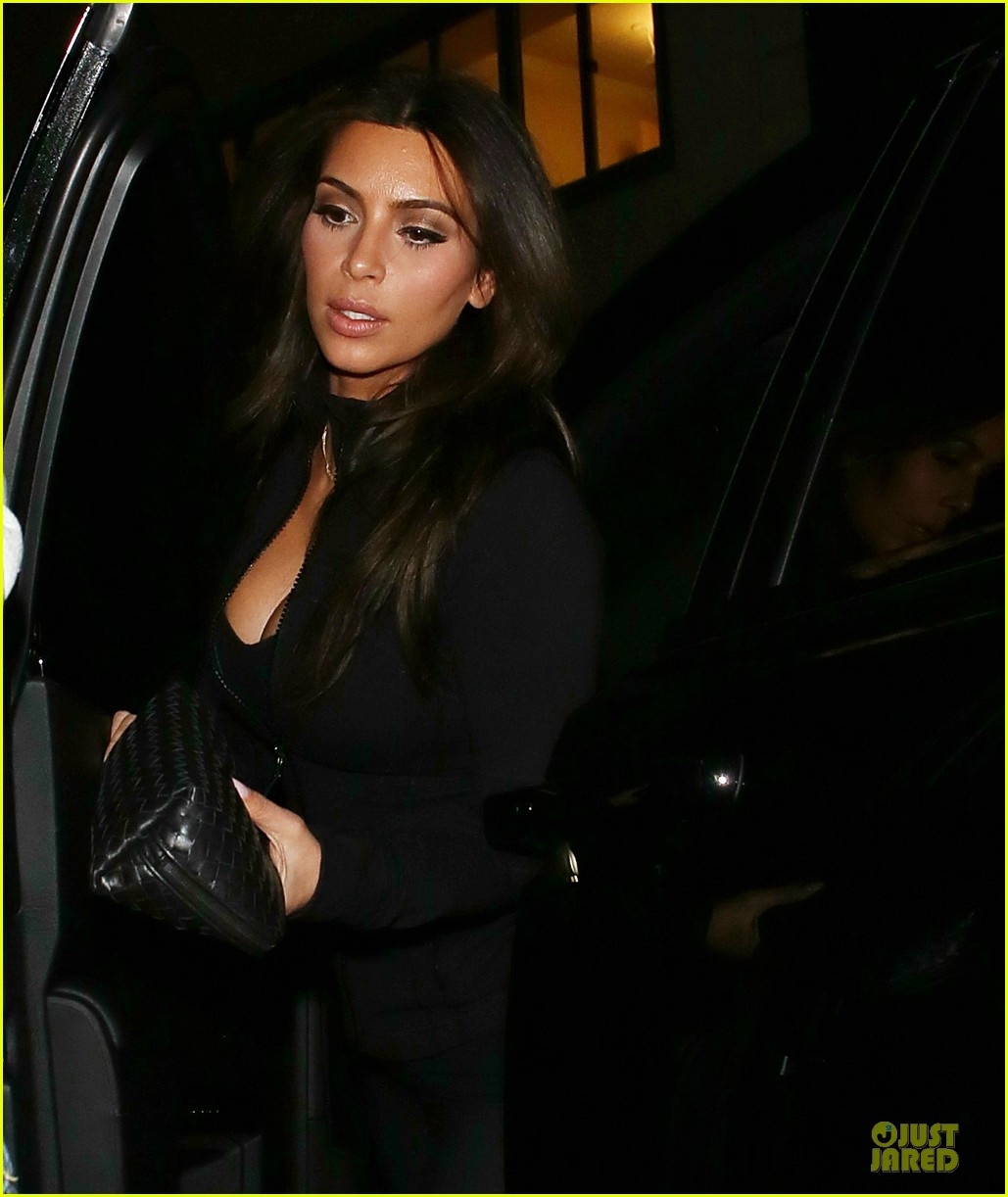 kim kardashian cleavage for soulcycle workout 113069632