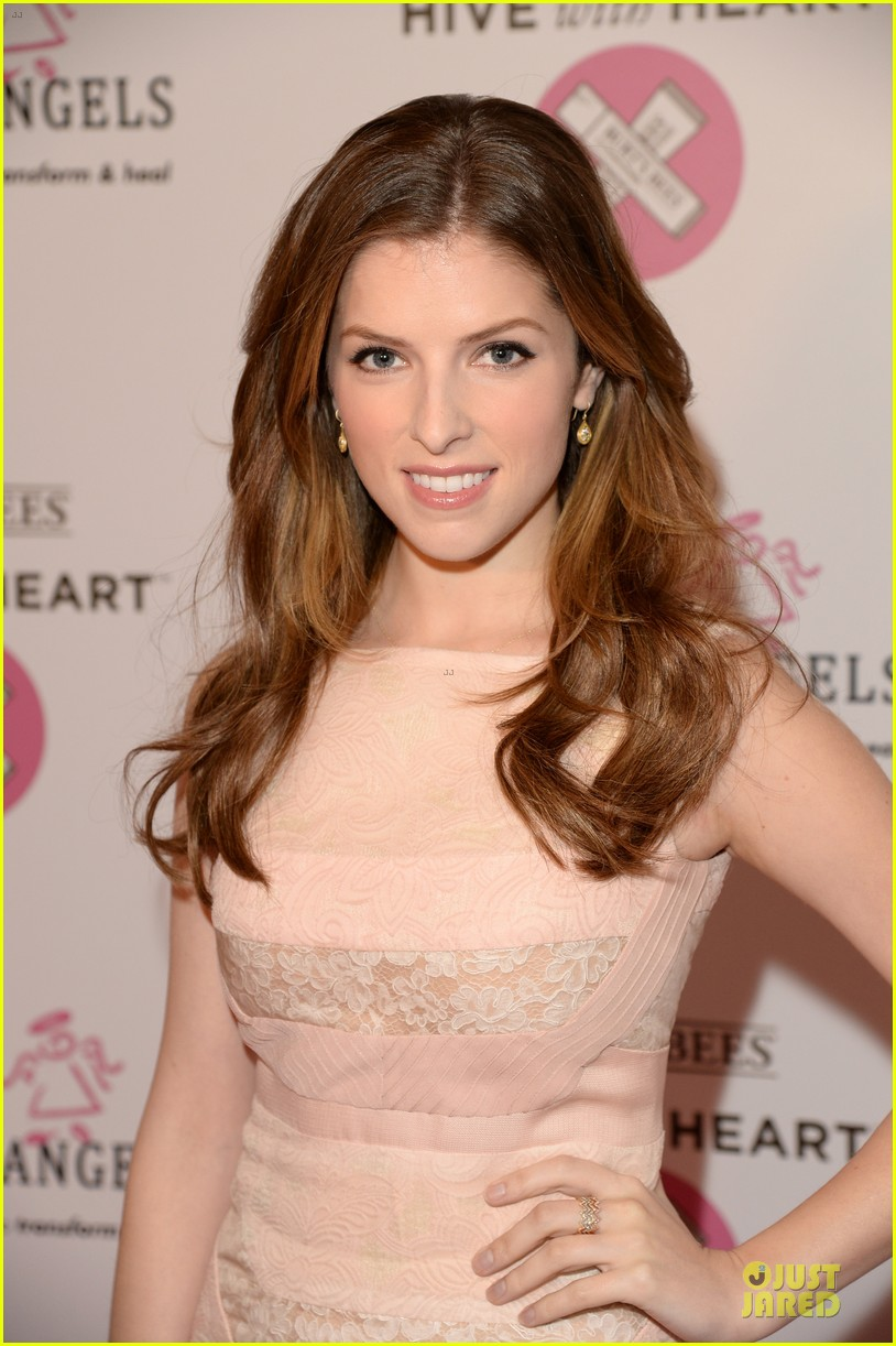 anna kendrick lipstick angel at burts bees hive launch 063078732