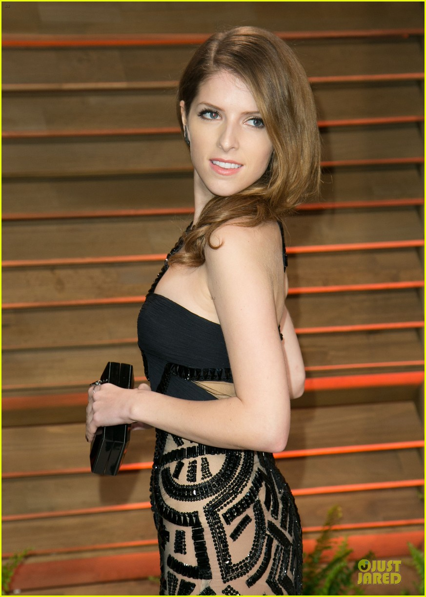 anna kendrick transforms into sexy intricate babe at vanity fair oscar party 2014 023064465