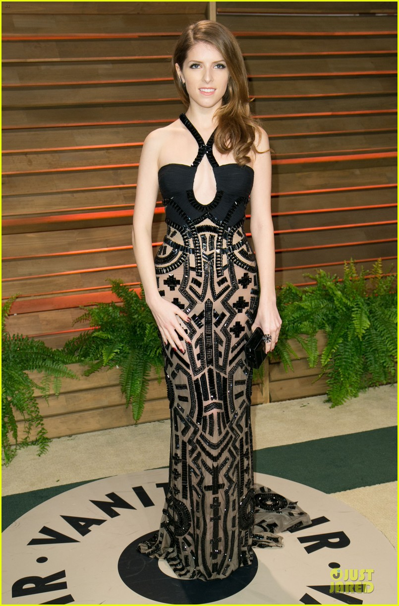 anna kendrick transforms into sexy intricate babe at vanity fair oscar party 2014 033064466