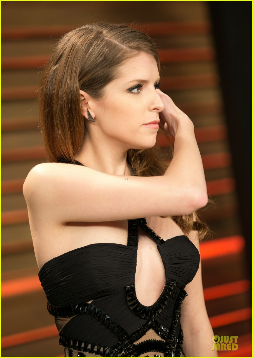 anna kendrick transforms into sexy intricate babe at vanity fair oscar party 2014 06