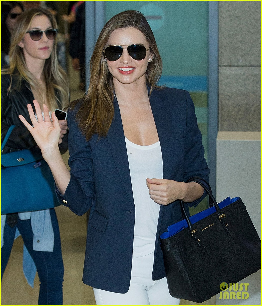 miranda kerr flies to japan after sexy gq cover makes headlines 03