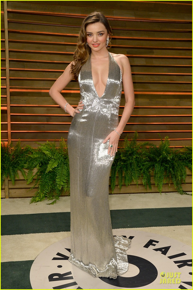 miranda kerr makes sexy entrance with plunging neckline at vanity fair oscars party 2014 01