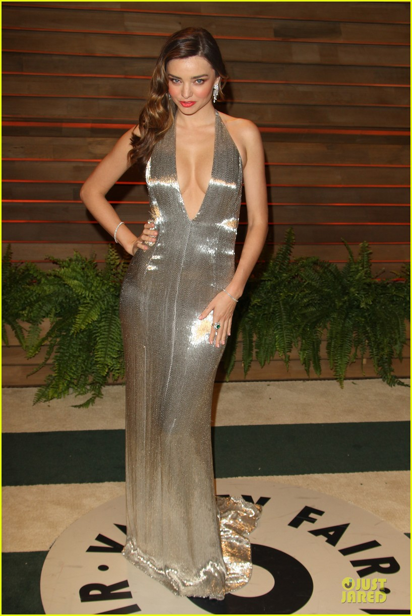 miranda kerr makes sexy entrance with plunging neckline at vanity fair oscars party 2014 12