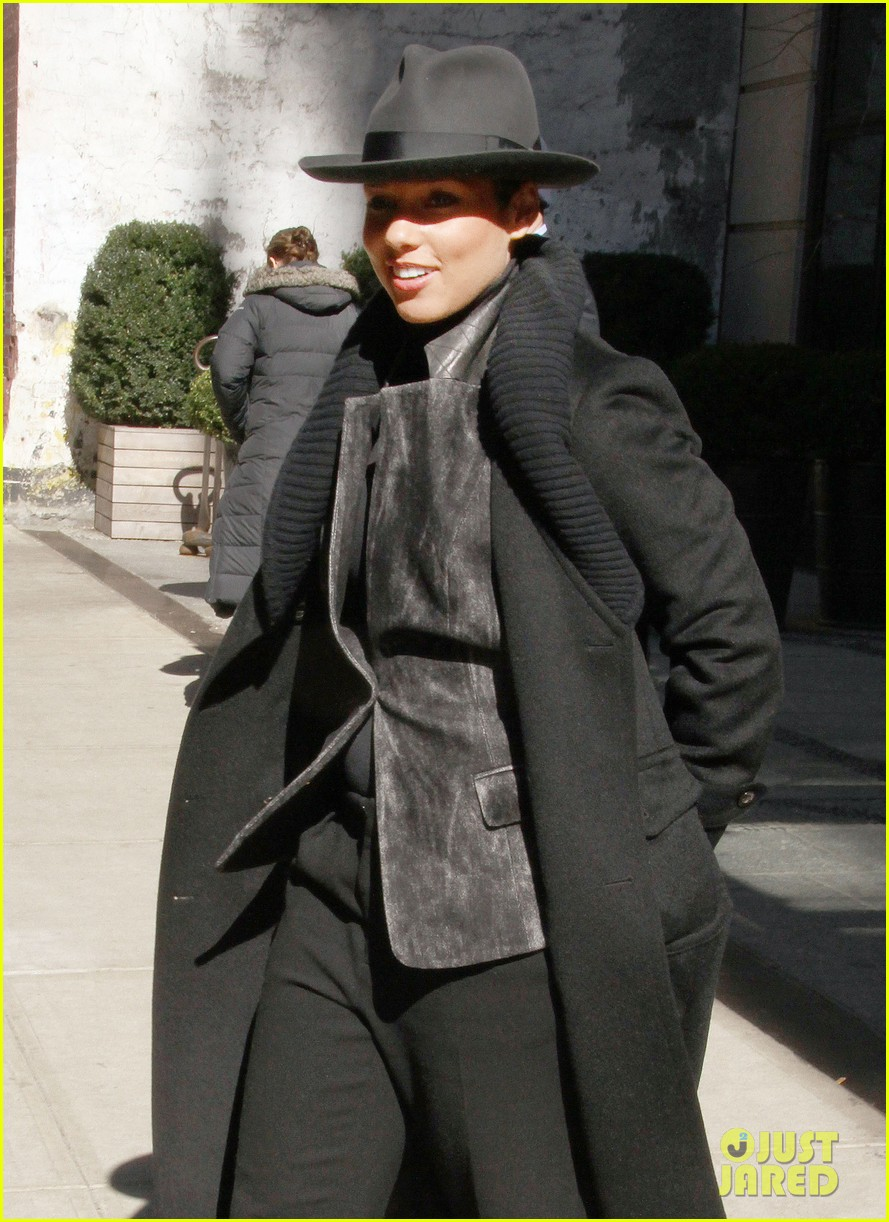 alicia keys recording song its on again for spider man 2 soundtrack 033071898