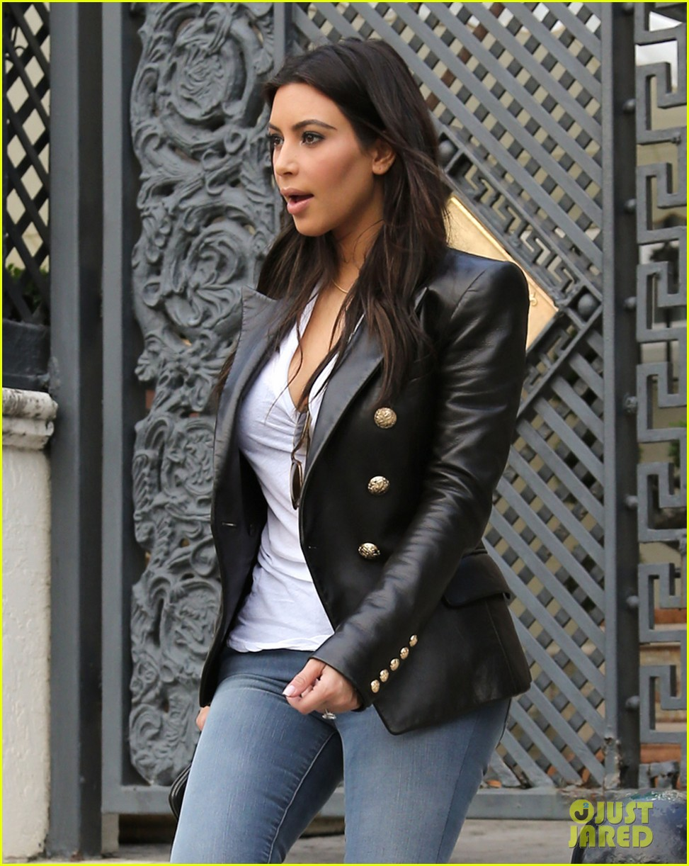 kim kardashian greets lucky fans camped out to meet her 06