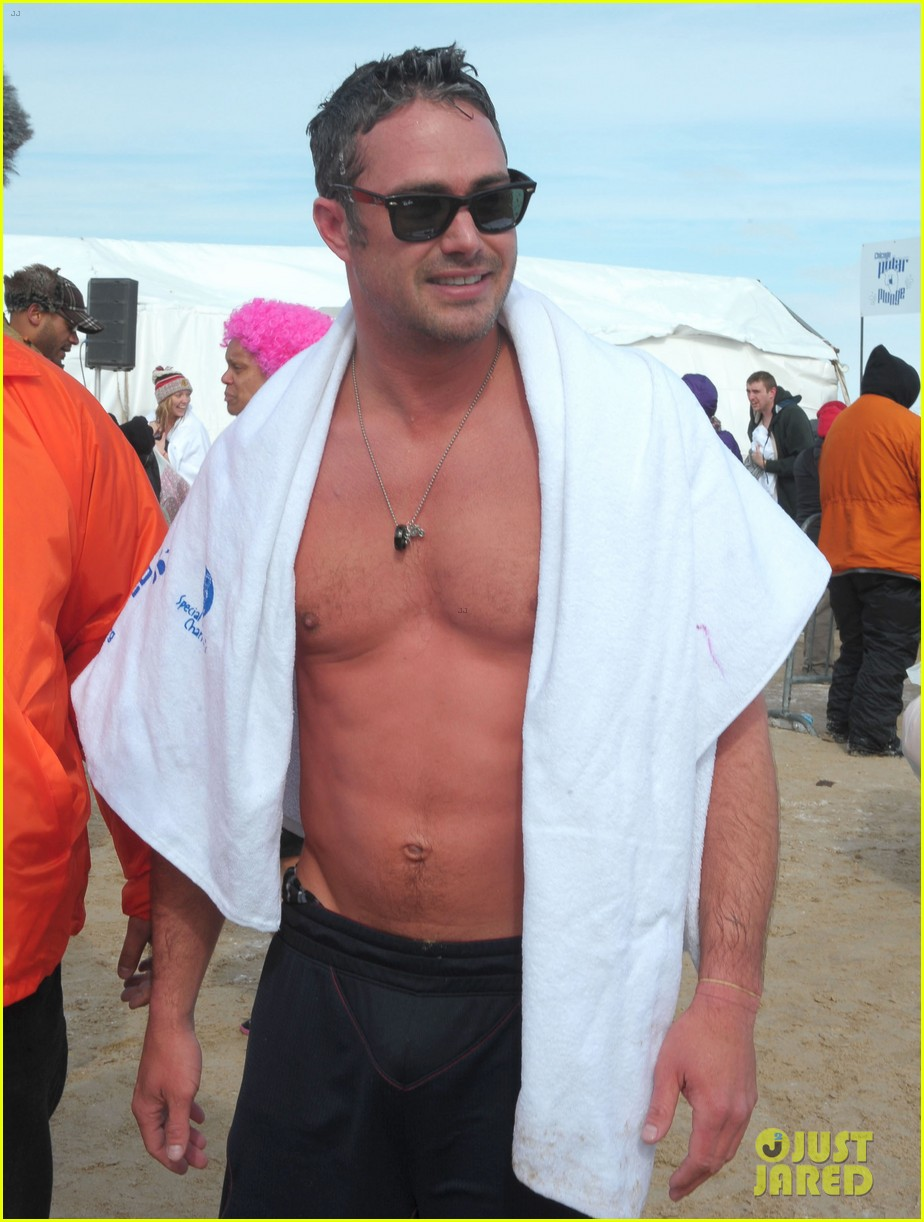 taylor kinney goes shirtless for polar plunge in chicago 043064995