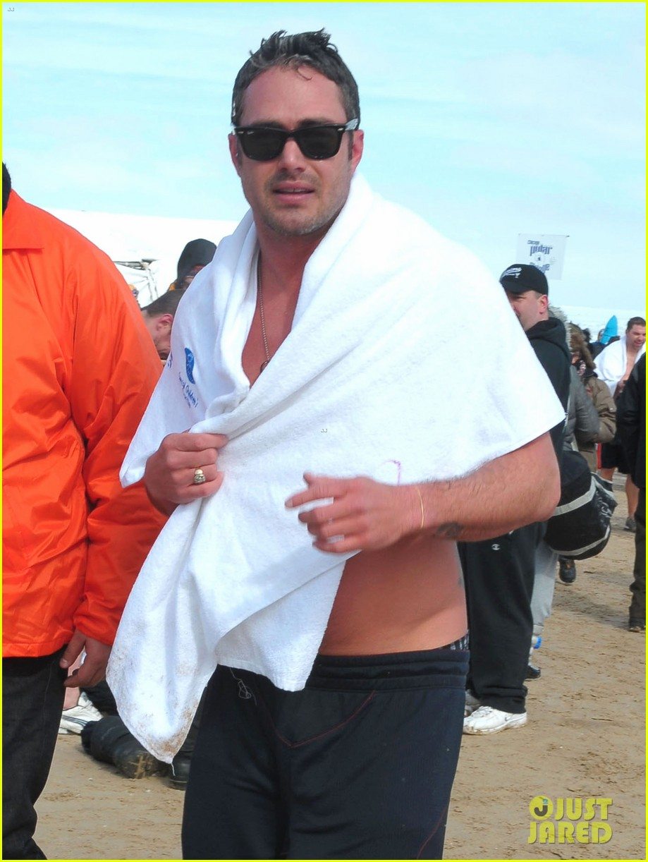 taylor kinney goes shirtless for polar plunge in chicago 15