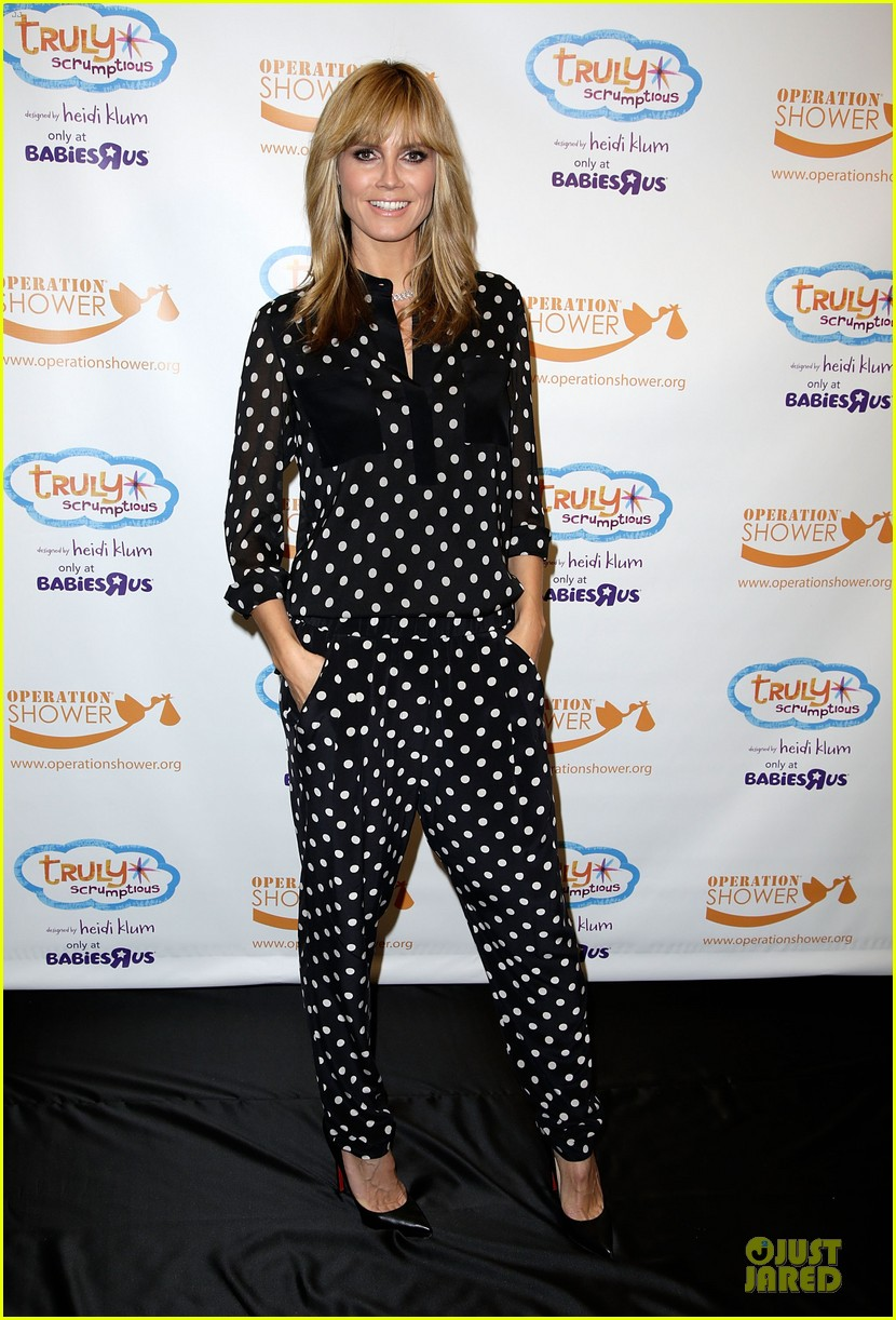 heidi klum is a polkadot sheer host at babies event 013066111