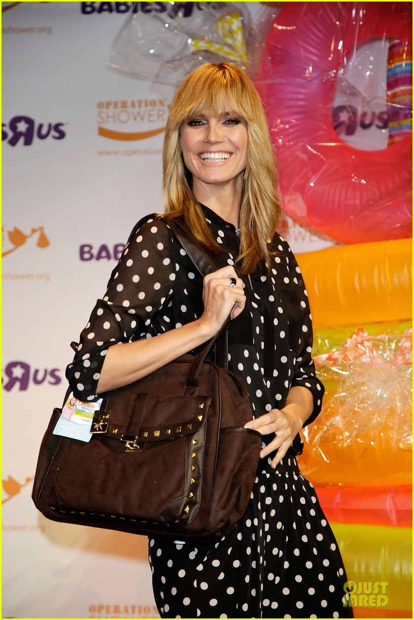 heidi klum is a polkadot sheer host at babies event 093066119