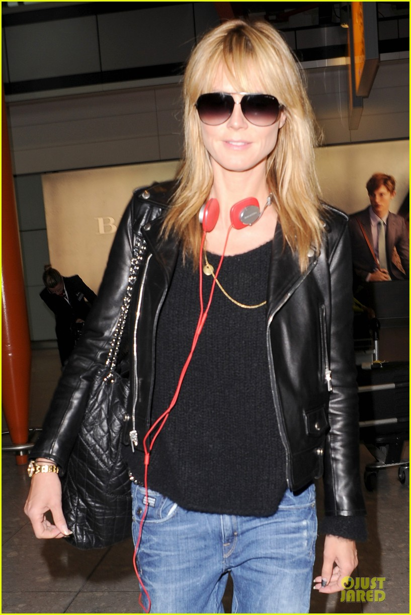 heidi klum stands out with red headphones 16