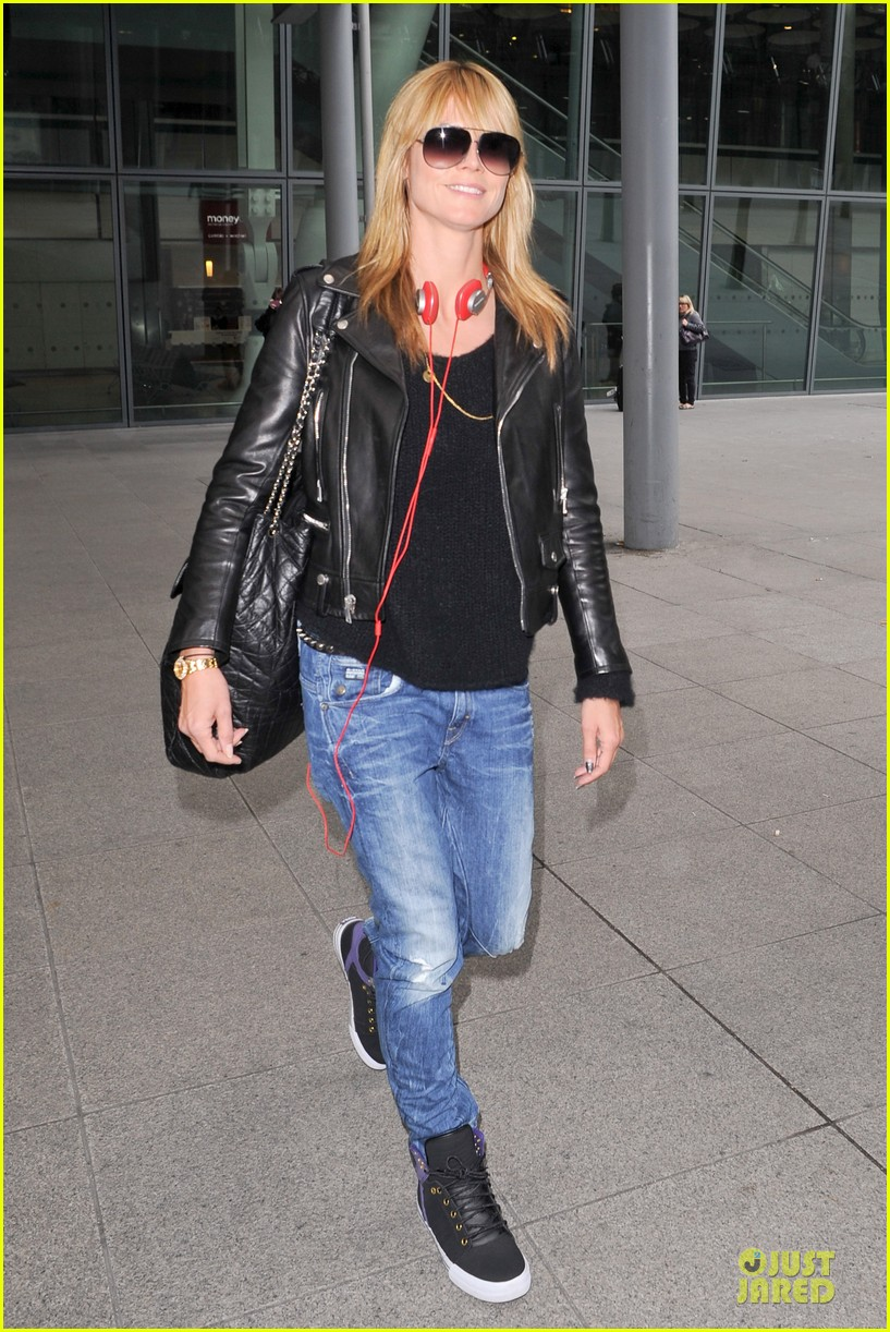 heidi klum stands out with red headphones 21