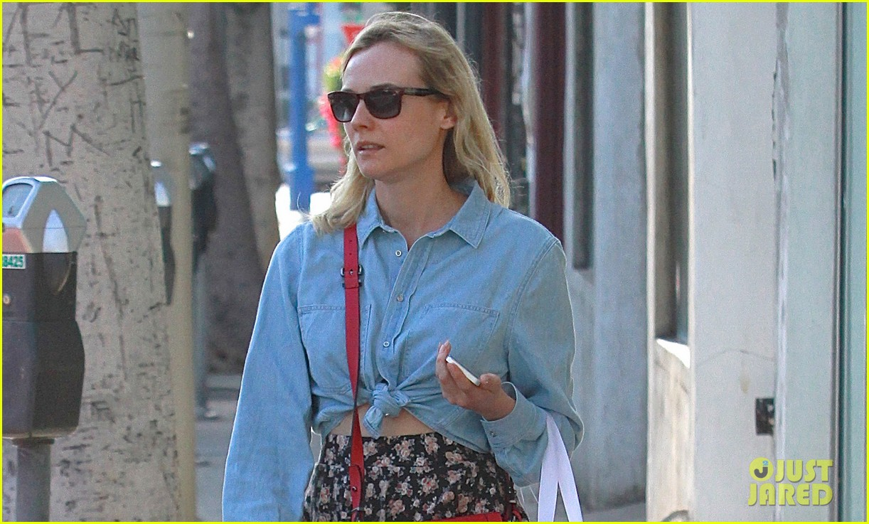 diane kruger ties up her shirt to reveal flat toned stomach 023067726